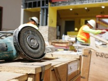 construction-tronçonneuse